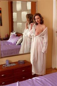 гемангиома женщина в халате лена дубонос стоит раком на кровати задрав халат пошел дальше