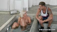 Lilli Vanilli (Lilli Vanilli, Voluptuous MILF Fucks in Bathtub / 26.10.18) [720p]